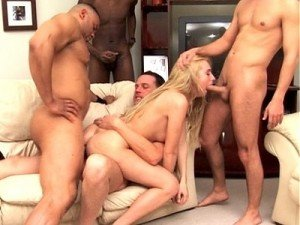 ejaculation gros plan soumise attachee